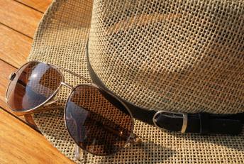 chapeau et lunettes